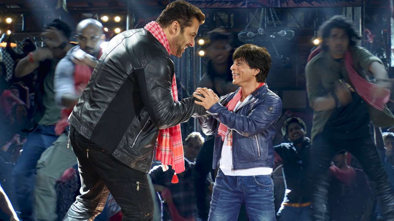 Photo of Shah Rukh Khan And Salman Khan Kept a Souvenir From 'Issaqbaazi' Song as a Token of Memory