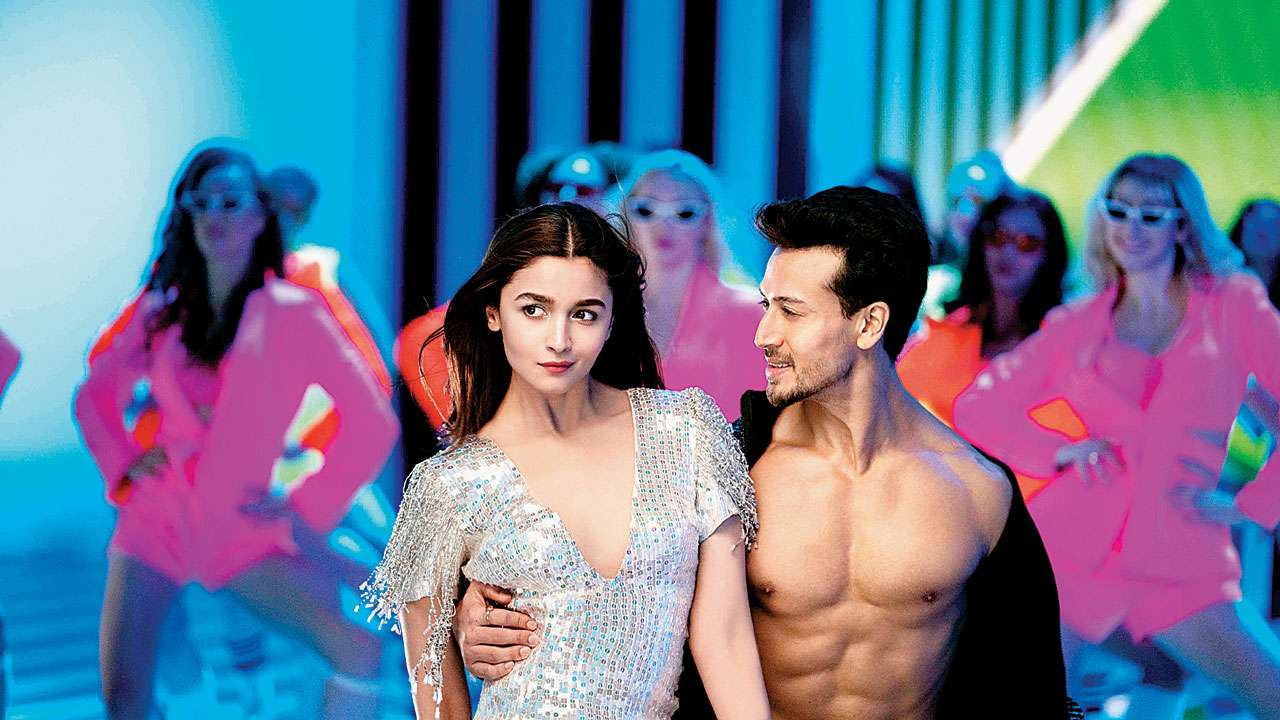 Photo of Student of the Year 2 Director Thinks Alia Bhatt Has Surpassed Tiger Shroff in Dancing in Hook Up Song