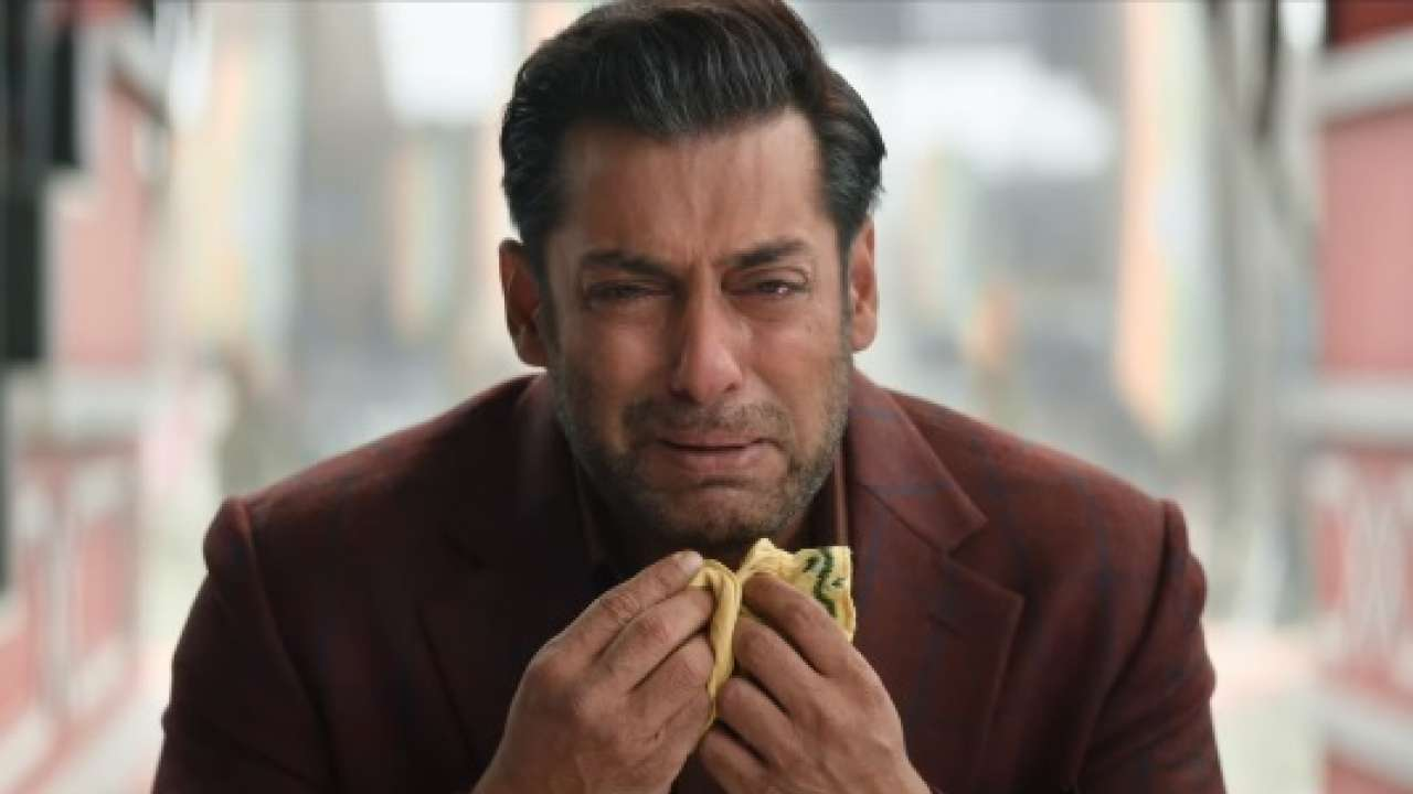 Photo of Salman Khan Burst Into Tears In Front of THIS Actress While Shooting Bharat