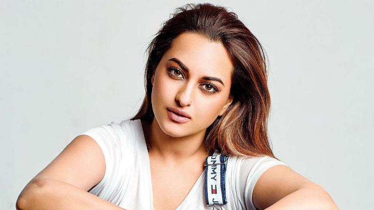 Photo of UP Police Visits Sonakshi Sinha's Mumbai House While Conducting An Investigation Into A Cheating Case Filed Against Her