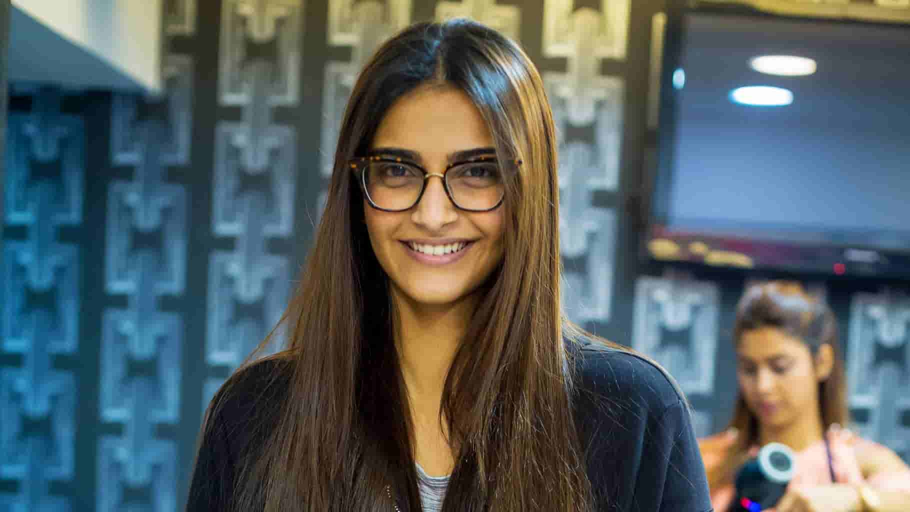 Bollywood Actors Who Use Spectacles