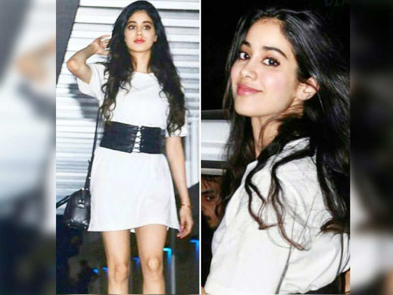 Photo of Janhvi Kapoor Wins Heart of Netizens By Helping A Street Kid