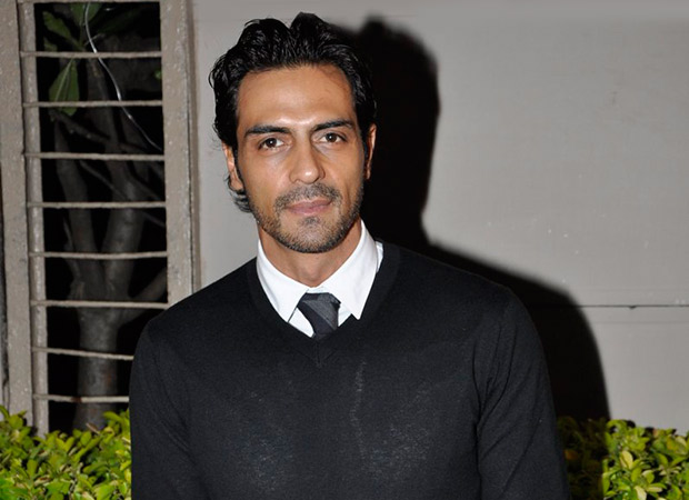 Photo of Arjun Rampal's Epic Reply To A Troll For Driving A Luxury Car In Flood Gets 4000 Likes And Counting More