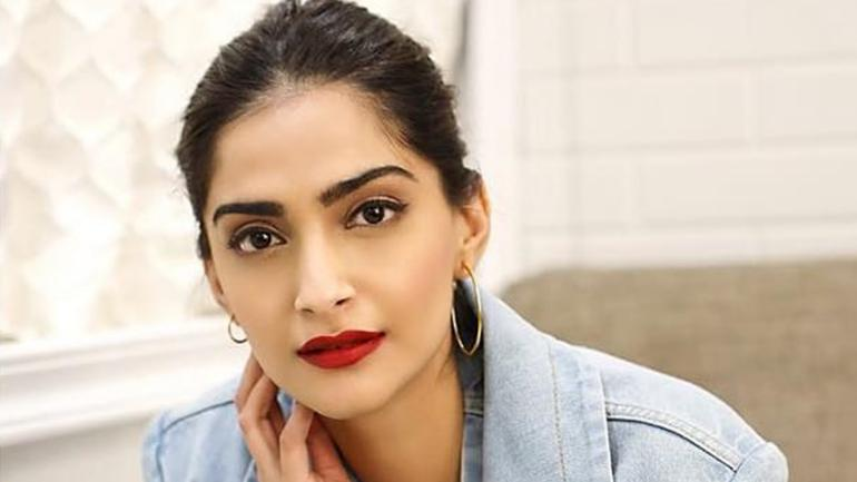 """Photo of Sonam Kapoor Shares The Weirdest Rumor About Herself: """"That I Am Pregnant Without Being Pregnant"""""""