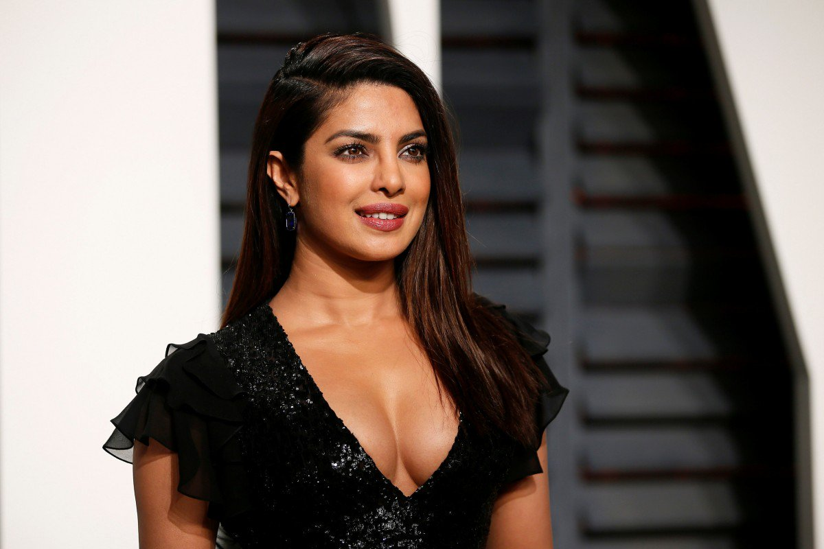 Photo of Twitterati Calls Priyanka Chopra a 'Hypocrite' For Supporting #BlackLivesMatter in The US
