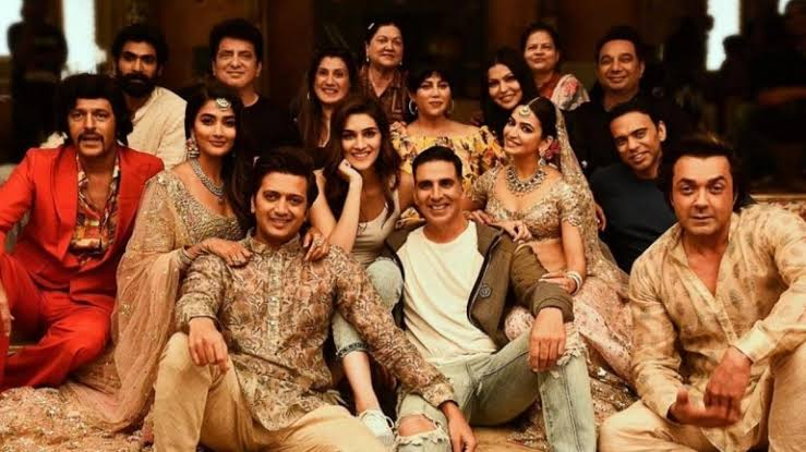 Photo of Akshay Kumar Had Gifts For 'Housefull 4' Actors Who Were Punctual On Sets