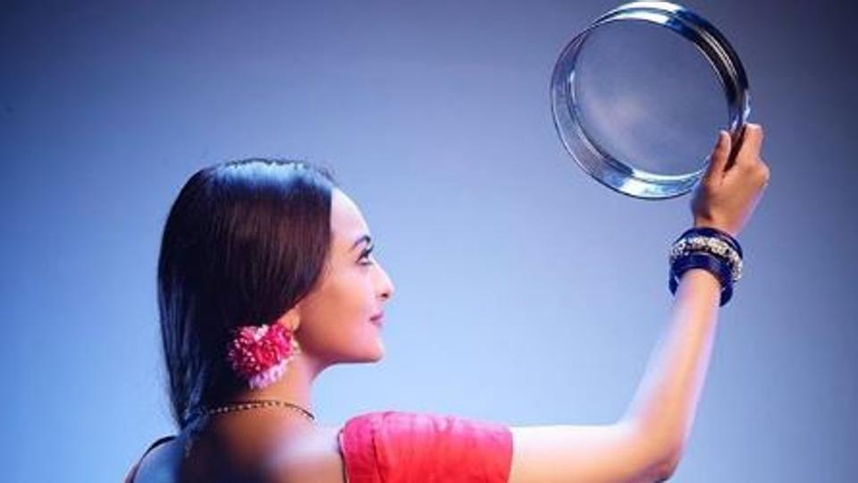 Photo of Sonakshi Sinha's 1st Look From 'Dabangg 3' Unveiled And It Has A Karva Chauth Connection
