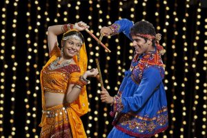 Radhe Radhe From Dream Girl: Navratri Song Of The Day, That Will Make You Jive With Your Partner!
