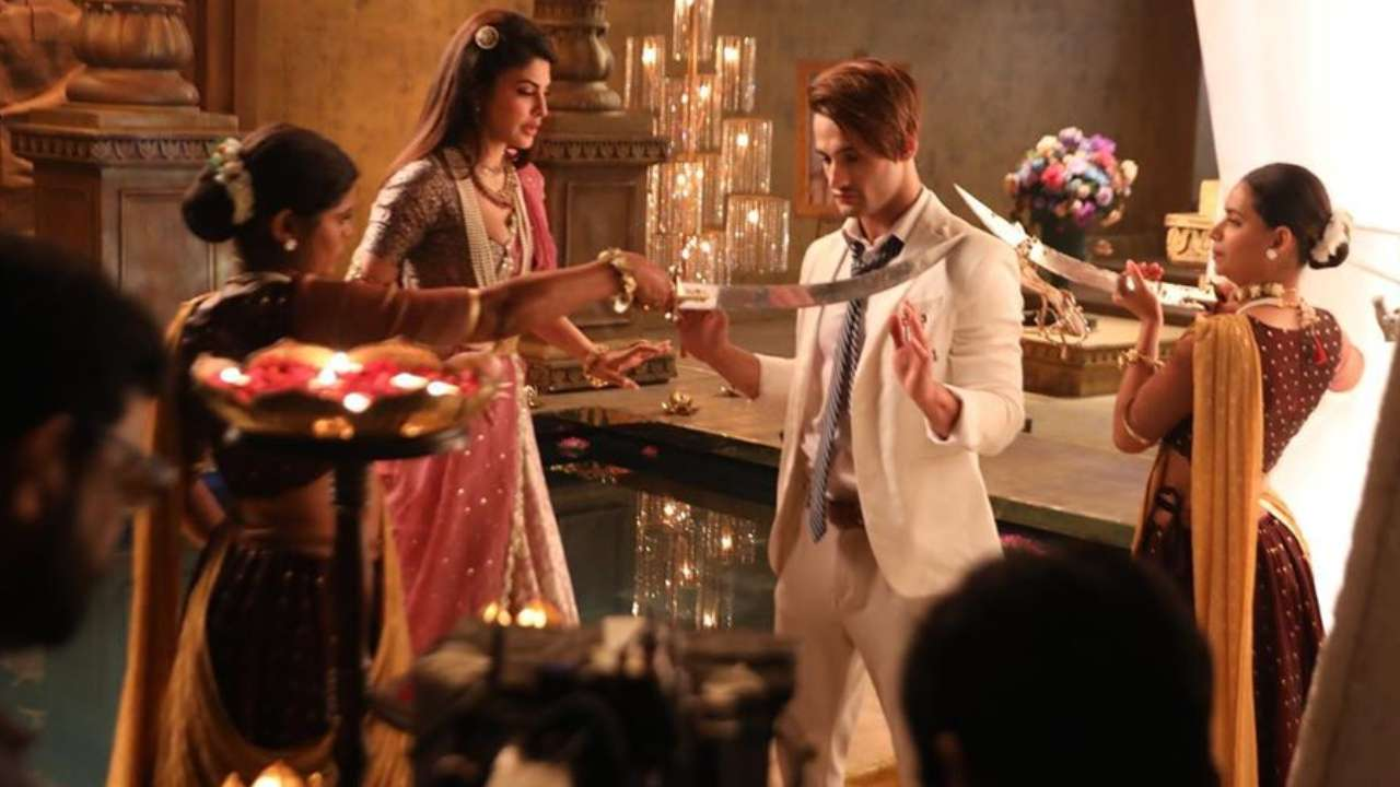Jacqueline Fernandez-Asim Riaz Make For One Cool Onscreen Couple In These BTS Stills From 'Mere Angne Mein' Music Video