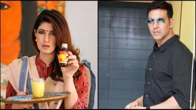 Photo of Twinkle Khanna Messes With Akshay Kumar's iPad on Valentine Day Eve