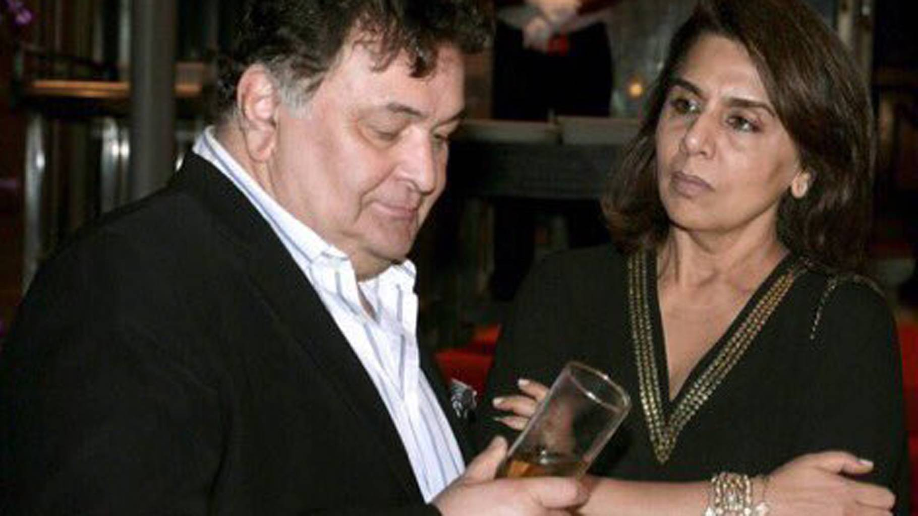 Rishi Kapoor Loses His Calm After A Troll Crosses That Red Line