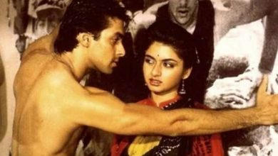 Photo of Salman Khan Recreates 'Maine Pyar Kiya' Kissing Scene With a Twist