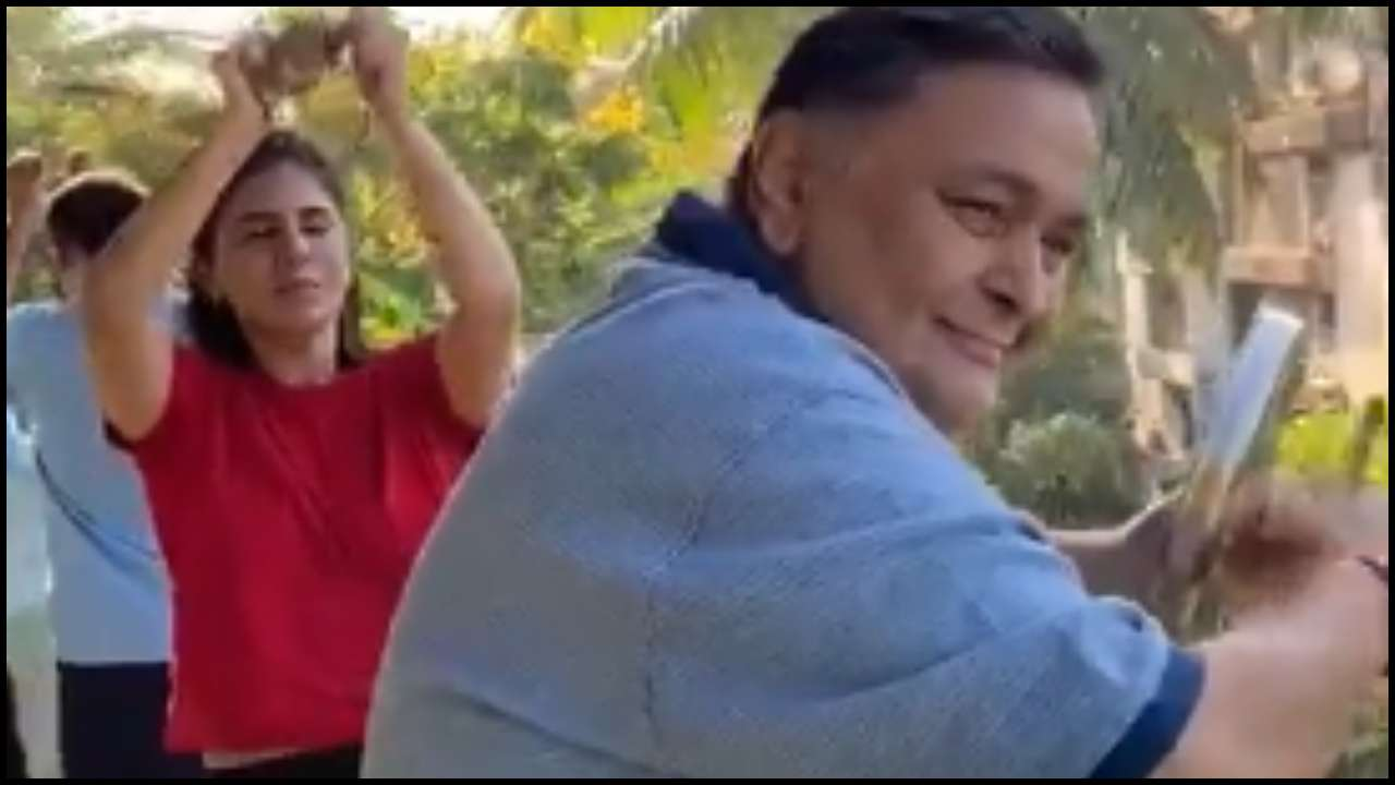 Rishi Kapoor's Video Cheering For COVID-19 Workers