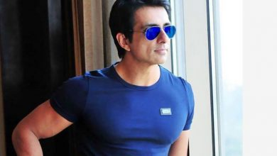 Photo of Child Requests Sonu Sood to Send Her Mother To Nani's Place. Here's His Answer