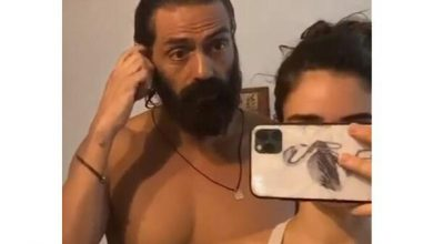 Photo of Arjun Rampal's Girlfriend Gabriella Turns Into A Hair Stylist For Him