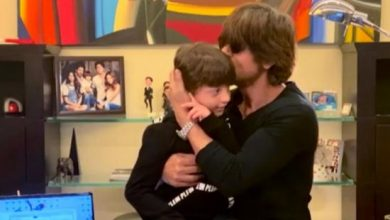 Photo of Shah Rukh & Abram Khan Put Up An Adorable Act For 'I For India'