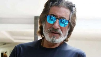 Photo of Shakti Kapoor Welcomes Unlock 1.0 With A Red Drum On His Head